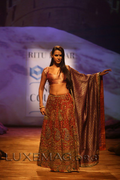 You are browsing images from the article: Lehenga Holds Indian Rich Tradition